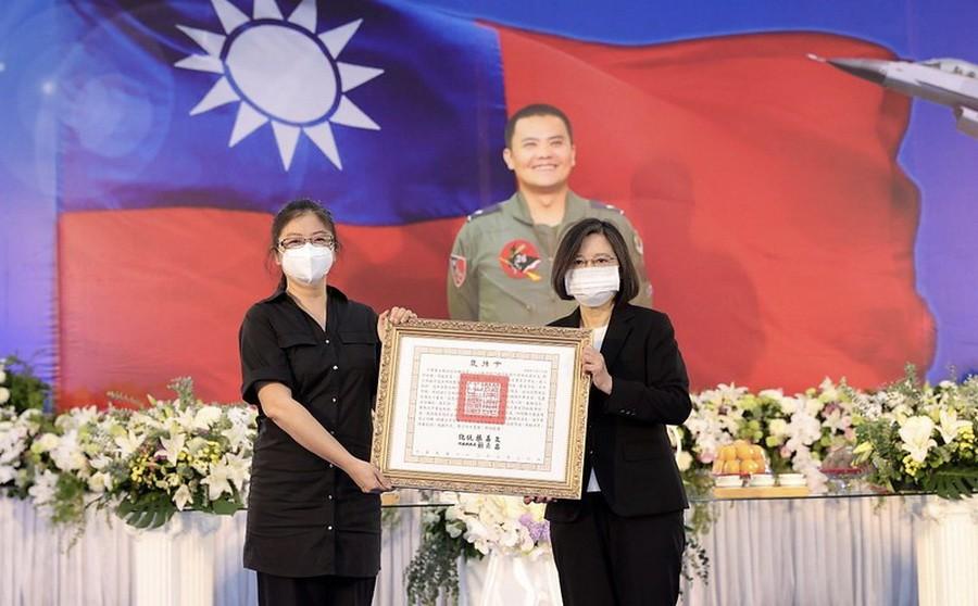 親頒褒揚令 總統蔡英文表彰殉職空軍少將蔣正志
