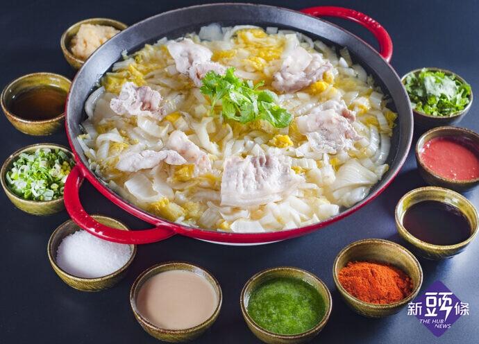 ▲台北凱撒大飯店Checkers自助餐廳~酸菜白肉鍋。(圖/台北凱撒大飯店提供)